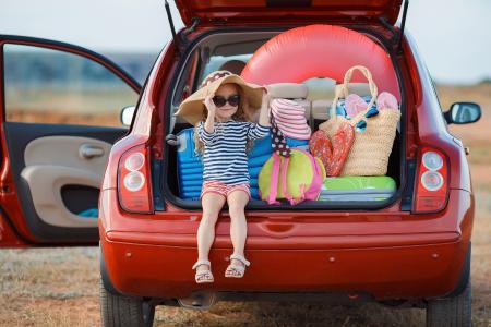 Vor der Fahrt in den Urlaub ist ein gründlicher Reifencheck Pflicht. (© GTeam - Fotolia.com)