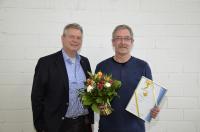 Ersa Geschäftsführer Rainer Kurtz mit dem Jubilar Thomas Meyer, der seit 25 Jahren im Unternehmen ist.