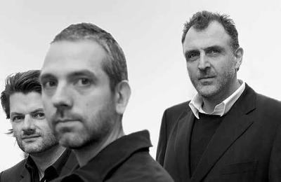 """Das Büro EOOS wurde 1995 von Gernot Bohmann, Martin Bergmann und Harald Gründl gegründet. Die 3 Partner haben gemeinsam die """"Poetische Analyse"""" entwickelt, um für ihre Auftraggeber ganzheitliche Konzepte zu entwickeln. Im Bereich Brand Spaces hat EOOS für Kunden wie Adidas und Armani weltweit umgesetzte Shopkonzepte entwickelt. Produkte und Möbel entwirft EOOS unter anderem für Alessi, Bulthaup,Dedon, Duravit, Moroso, Walter Knoll und auch Zumtobel. (Foto: Udo Titz)"""