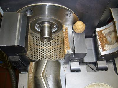 A glance into the mill after grinding