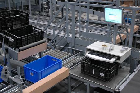 """Langsamdreher werden über ein vollautomatisches """"Ware-zum-Mann""""-Kleinteilelagersystem kommissioniert"""