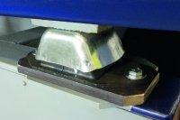 Einer der fünf Gummi-Metall-Isolatoren von ACE unter dem Prüfstand / Bildnachweis: Hochschule Aalen