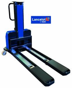 """Der sich selbstverladende Mitnahmestapler """"Lancelot"""" kann bis zu 6,5 Meter lange und eine Tonne schwere Güter beim privaten Endkunden direkt und unkompliziert abladen. (Foto: ELVIS AG)"""