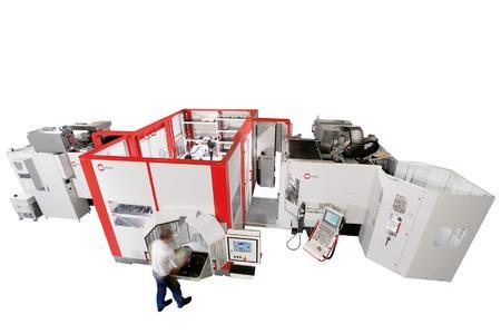 Robotersystem RS 2 verkettet mit zwei Bearbeitungszentren C 40 U