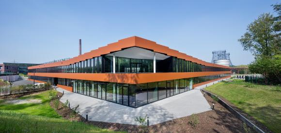 """Der RAG-Neubau auf Zeche Zollverein in Essen ist das erste """"C2C-inspired"""" errichtete Gebäude in Deutschland – ausgestattet mit Schüco Fenstersystemen in C2C-Silber / Bildnachweis: Schüco International KG, Fotograf: Jens Kirchner"""
