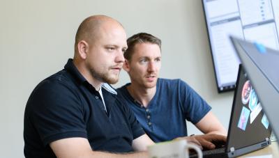 Softwareentwickler der eoda GmbH im Austausch zur Umsetzung der Softwarelösung für den Digital Twin Solar.