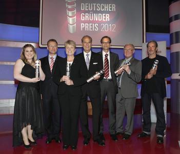 Die Sieger des Deutschen Gründerpreis' 2012, Dr. Jürgen Heraeus (Vierter von rechts) gewann den Preis in der Kategorie Lebenswerk. (Quelle: Deutscher Gründerpreis)