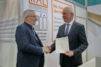 vlnr: Herr Bernd Stache, Vorstand der Gütegemeinschaft Fugendichtungskomponenten und –Systeme e.V.; Herr Günter Krohn, Geschäftsführer von Hanno Werk GmbH & Co. KG