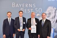 """Dr. Christian Eschner (PSP), Christian Lang und Ralf Bernhardt (FIS) sowie Staatsminister Aiwanger bei der Preisverleihung """"Bayerns Best 50"""""""