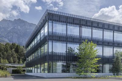 Hilti Bürogebäude in Schaan (LIE), verkleidet mit wellTEC® SW-100/440. Bild: metallpfister (CH)