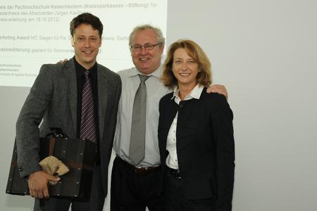 MBA-Absolvent Jens Schmitt mit Prof. Ruda und Studiengangsleiterin Prof. Reuter von der FH Kaiserslautern (v.l.n.r.)