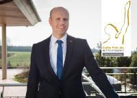 """Andreas Nusko freut sich gebührend über das Erreichen der Juryliste für den """"Großen Preis des Mittelstandes"""" der Oskar-Patzelt-Stiftung."""