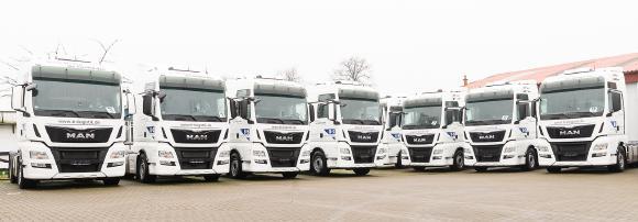 Die B+S GmbH Logistik und Dienstleistungen hat ihre Fahrzeugflotte um zehn neue Sattelzugmaschinen der Firma MAN ergänzt / Foto: B+S GmbH