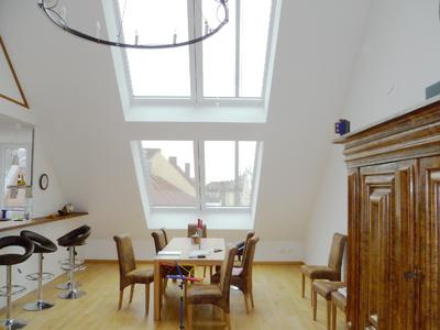 Eine maximale Ausbeute an Tageslicht im Dachgeschoss ermöglichen Dachschiebefenster von LiDEKO, Foto: LiDEKO