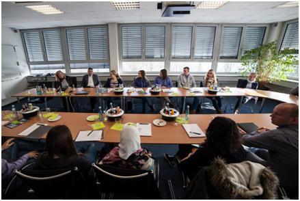 Die Schüler der HLA Bruchsal im Sitzungssaal der Losberger GmbH