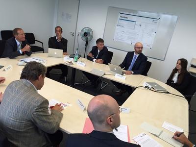 Staatsminister Axel Wintermeyer zu Besuch bei den Forschungspartnern von FlexiVote