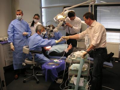 Prof. Syngkuk Kim, Philadelphia, während einer Live-OP im MTC® Aalen.