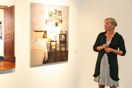 Anett Stuth presenting her Artwork