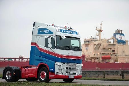 Die Volvo FH LNG werden zwischen Brunsbüttel und dem Hamburger Hafen eingesetzt und fahren über 200.000 Kilometer pro Jahr