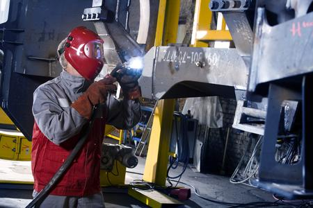 The new joining technology at the crane manufacturer also increases quality. It is achieved much earlier: the low heat input has a positive effect on shrinkage in the component (Photo: EWM)