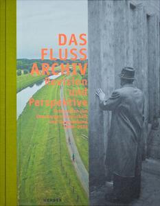 """208 Seiten starker Katalog zur Ausstellung """"Das Flussarchiv"""" (Quelle: Emschergenossenschaft)"""