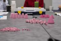 Unterschiedliche Schleifkörper können im Labor sofort getestet werden / Bildrechte: Werksfotos Walther Trowal