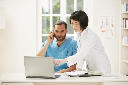 BIOTRONIK Home Monitoring senkt Sterberisiko von Patienten mit implantierbarem Defibrillator