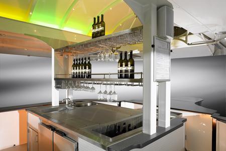 CTR Weinverkaufswagen - Glasablagen, Gläserhalter und weitere Details speziell für den stilvollen Weinausschank