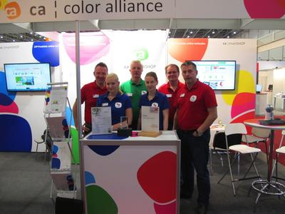 """Nominated for """"Viscom Best of 2014 Award"""" – CA Smartshop 3.0 Premium Edition for LED illuminated frames – The Color Alliance trade show team, here shown with the """"Viscom Best of 2013 Award"""", also in this year welcomes visitors to their booth (hall 3.0, booth number B74)"""