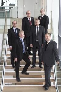Erfolgreiche Innovatoren unter sich ( v.li.n.re): Dr. Marc Peters (Herrenknecht AG, Leitung Geschäftsfeld Energie, Business Unit Utility Tunneling), Bert Miecznik (WITTENSTEIN AG, Innovationsmanager), Thomas Bayer (WITTENSTEIN AG, Leiter Generierungsprozess), Dr. Ulrich Betz (Merck, Senior Director Department Head Innovation & Entrepreneurship Incubator Merck Biopharma), Prof. Dr. Heinz-Theo Wagner (GGS Heilbronn, Professor für Management und Innovation, GGS German Graduate School Heilbronn), Dr. Udo Heider (Merck, Vice President OLED & Quantum Materials, Performance Materials Business Sector)