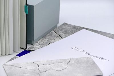 Steinpapier ist unweltfreundlich und bietet ein ganz neues haptisches Erlebnis.