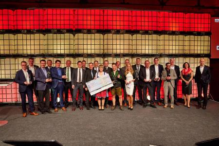 Die Gewinner des DFTA AWARD 2017 freuen sich über die Auszeichnung und Anerkennung ihrer Leistungen / Quelle: DFTA Flexodruck Fachverband e.V.