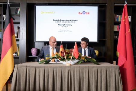 Frank Jourdan, Member of the Executive Board of Continental and President of the Chassis & Safety Division, and Mr. Qi Lu, Group President and Chief Operating Officer of Baidu, signed the agreement on Wednesday in Berlin / © Continental AG