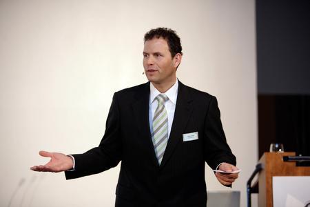 Gastgeber Martin Hofer, Vorstand der Wassermann AG, begrüßt die Teilnehmer der Vision-Days 2007
