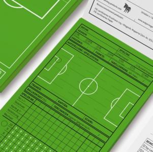 """Mit dem """"Fanblock"""" in Fussballrasengrün entgeht dem echten Fußballfan garantiert kein wichtiges Detail. Zu haben für je 4,99 EUR bei hello NEO."""