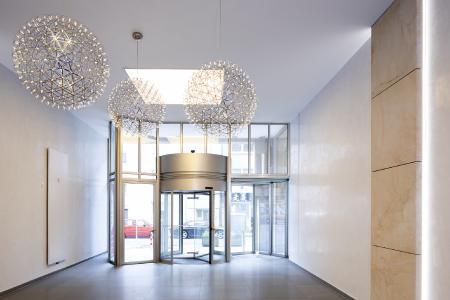Capadecor StuccoDecor Di Luce Beeindruckt Besucher Gleich Im  Eingangsbereich Mit Seiner Spiegelglanzoptik (Foto: Caparol