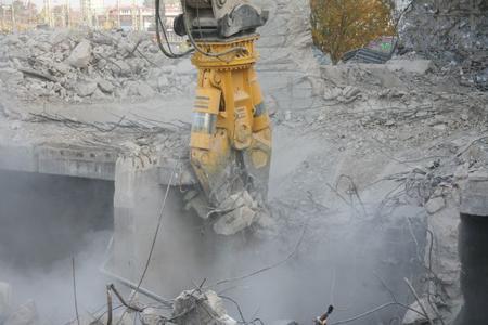 CC 6000 demolishing an industrial plant
