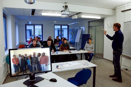 Über Kontinente verbunden  - Virtuelles Seminar zwischen Nairobi und Flensburg (Foto Kristof Gatermann)