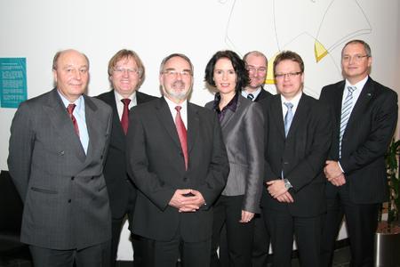 """""""Bundestagsbesuch bei CONET"""": v.l.n.r. Alfred Hummel (BMVg), Hans-Jürgen Niemeier (CONET), Thomas Kossendey (MdB), Elisabeth Winkelmeier-Becker (MdB), Michael Kremer (CDU Hennef), Ralf Offergeld (CDU Hennef), Jürgen Zender (CONET)"""
