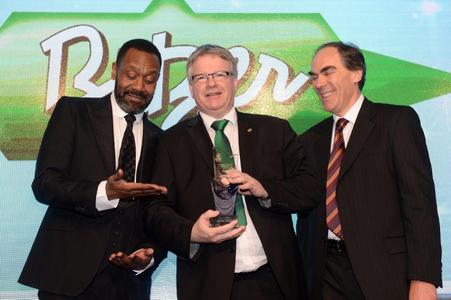Entertainer Lennie Henry (left) and Climate Center's National Sales Manager for Cooling, George Derbyshire (right), presented Kevin Glass, Managing Director of BITZER UK, with the 2014 Refrigeration Product of the Year Award. Climate Center sponsored this year's award ceremony