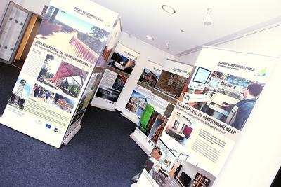 Informatives rund um´s Holz: Die in Calw gezeigte Ausstellung liefert Impulse für die Holzverwendung im Nordschwarzwald (Bildquelle: Holger Rothfuß   WFG Nordschwarzwald)