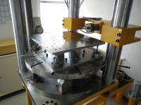 Abb. 3: GTM Mehrkomponenten-Messeinrichtung mit Referenz-Messplattform