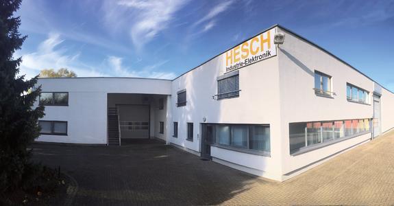 In der Boschstraße 11, Neustadt befindet sich seit 2008 der Produktionsstandort. Hier sind die Fertigung, das Lager, der Einkauf, der Vertrieb und die EDV eng miteinander verbunden.