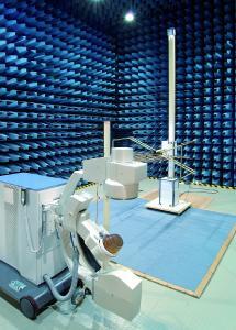 In den EMV-Labors von TÜV SÜD in Straubing werden Produkte unterschiedlichster Art getestet – vom E-Bike über Funkgeräte bis hin zu elektronischen Medizinprodukten