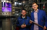 Markus Lichti (links) und Jonas Schulz entwickeln das Kamerasystem. Foto: TUK/Thomas Koziel
