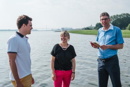 Der Tourismusbranche stehen große Veränderungen bevor – Da sind sich Maximilian Schmitt, Steffi Schnierer und Prof. Dr. Volker Rundshagen einig.