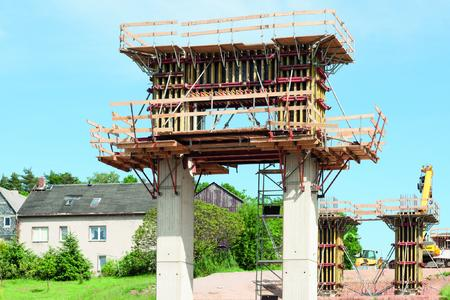 All the advantages of the NOEratio beam formwork came into play when erecting the forms for the column pair head.