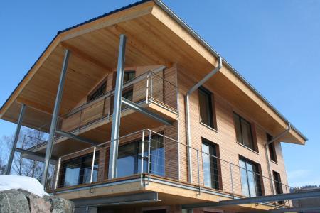 Egészséges, energiatakarékos építészet faipari anyagokkal: itt a SWISS KRONO OSB nagy területen került feldolgozásra