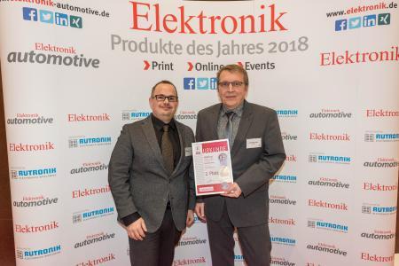 Matthias Domberg (links) und Dirk-Peter Post von der Tochtergesellschaft HARTING Electronics nahmen die Auszeichnung in München entgegen