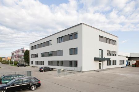 Mit dem umfassenden Sanierungsprojekt seines Verwaltungsstandorts Guntramsdorf bei Wien, Österreich, setzt Bau-Experte REHAU auf Gold bei der Zertifizierung durch die Deutsche Gesellschaft für Nachhaltiges Bauen, DGNB